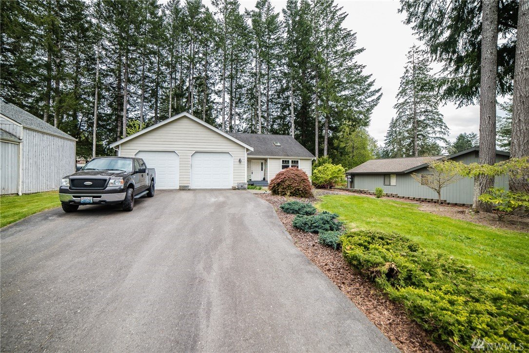 411 E Country Club Dr , Allyn, WA 98524